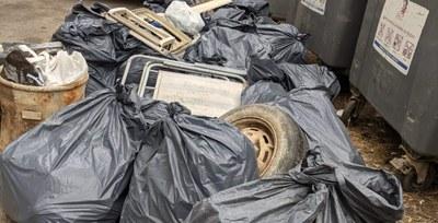 Una vintena de voluntàries retiren més de 2.000 litres de deixalles al pantà de Sant Ponç